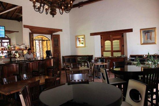 Bistro Estrada: Bar & Lounge