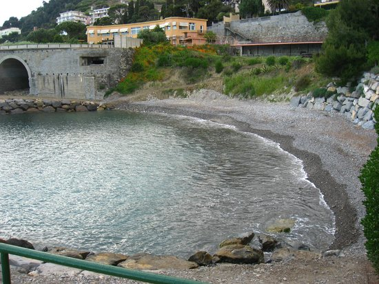 Villaggio dei Fiori : la spiaggia