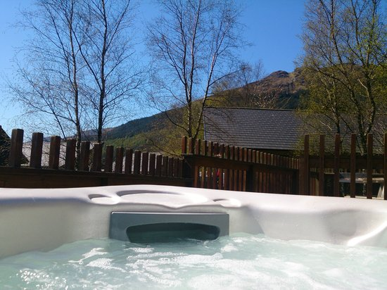 Forest Holidays Ardgartan Argyll, Scotland: Gorgeous views from the hot tub