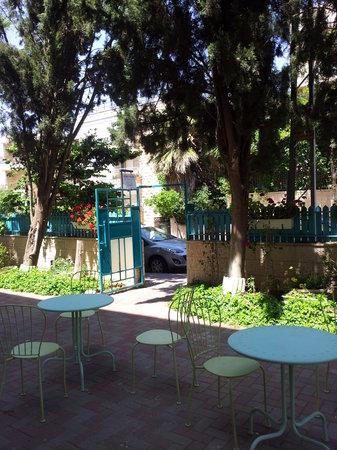 Eden Jerusalem Hotel: spring 2014-courtyard