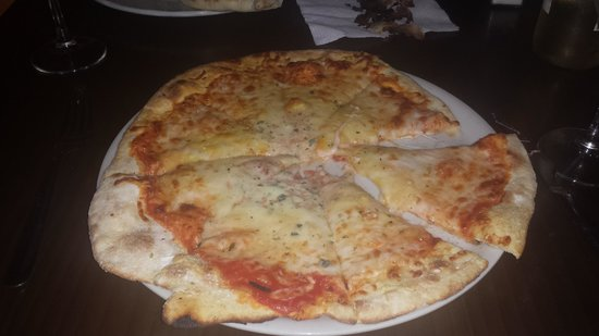 Little Italy : 4 cheese pizza - delcious (best to share!)