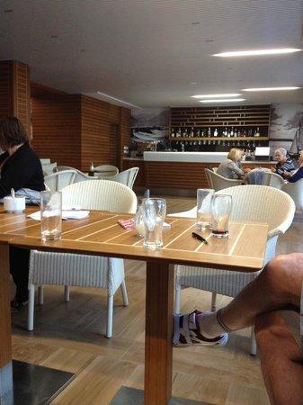 Hotel Delfin: Bar payant à l'entrée de l'hôtel, tout n'est pas all inclusive!!!