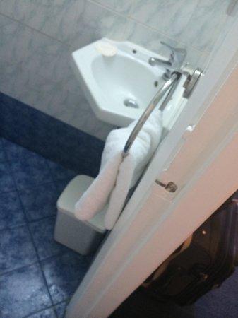 Athens Cypria Hotel: Bathroom