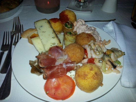Boutique & Fashion Hotel Maciaconi - Gardenahotels: Il buffet degli antipasti