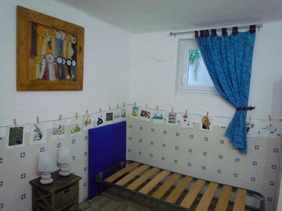 Morada do Sol : Zimmer im KG mit Kellerfenster