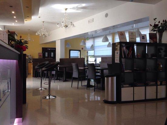 Hotel Alveri : Hall e sala colazione