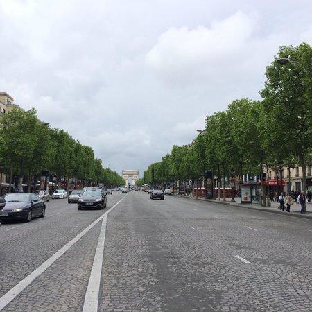 Champs-Élysées : シャンゼリゼ通