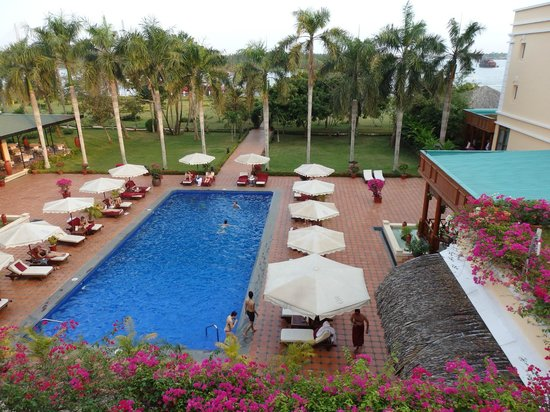 Victoria Can Tho Resort: Pool, garden and Mekong River