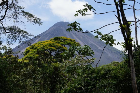 Hotel El Silencio del Campo: Arenal Volcano from the road to the National Park