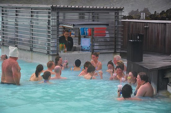 Blue Lagoon Iceland: Get a Gull Beer in the waters