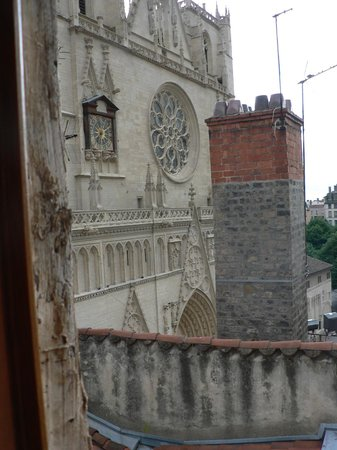 Apart'Observatoire Saint Jean: View of Saint Jean cathedral from window