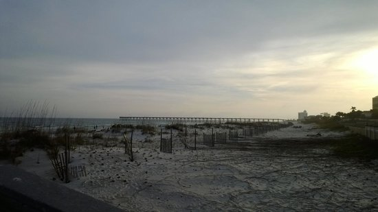 Hilton Pensacola Beach: View of beach from rear of hotel