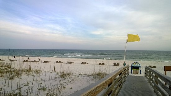 Hilton Pensacola Beach: Hilton's private deck out to beach (rear of hotel)