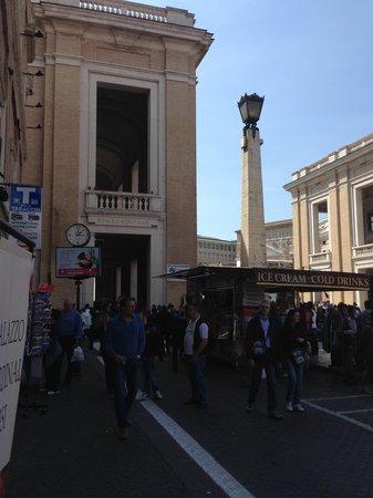 Palazzo Cardinal Cesi: appena fuori dall'hotel