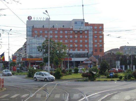 Ramada Oradea: ..Ansicht frontal....