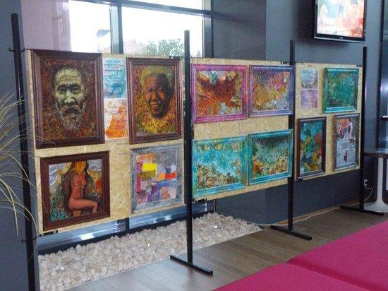 Ramada Oradea: Galerie in der Lobby