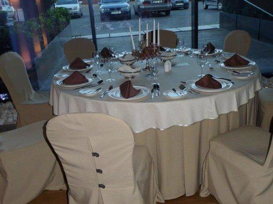 Ramada Oradea: ... unser Tisch am Abend....