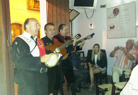 Los Barriles: Nightly visit by local musicians