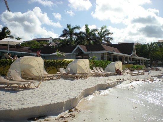 Pineapple Beach Club Antigua: Beach Area