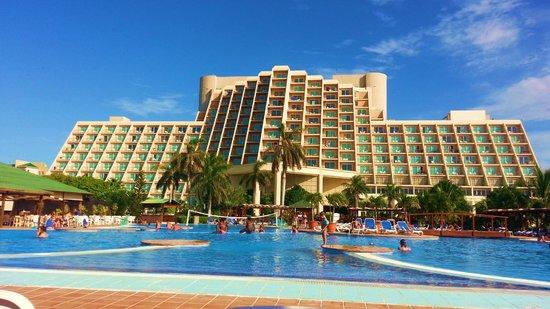 Blau Varadero Hotel Cuba: hotel from the pool
