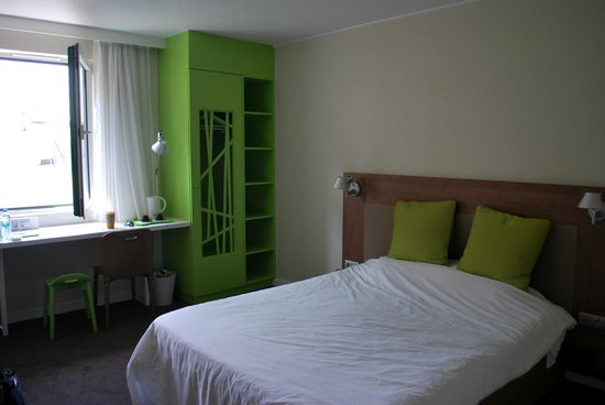 Campanile Krakow : Wardrobe & Storage