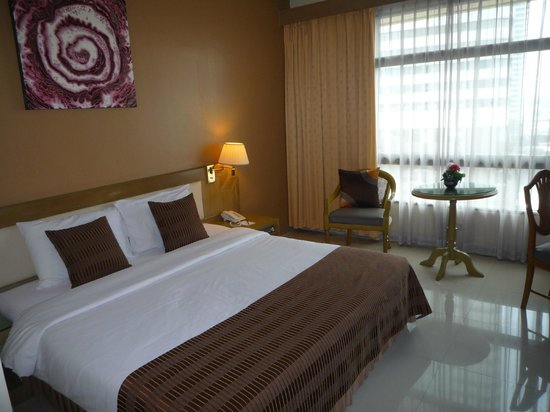 Pinnacle Lumpinee Park Hotel : chambre sup
