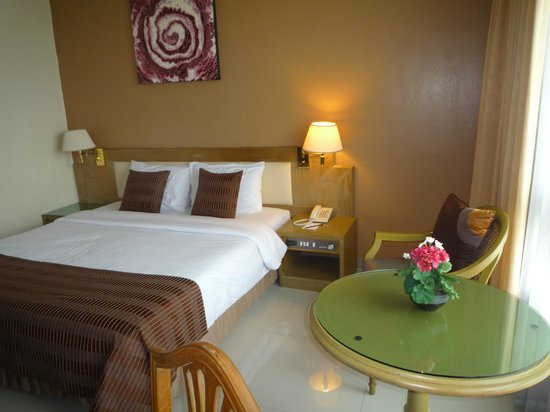 Pinnacle Lumpinee Park Hotel: chambre sup