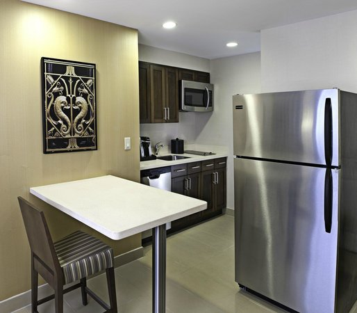 Homewood Suites by Hilton Halifax-Downtown, Nova Scotia, Canada : Kitchen Area