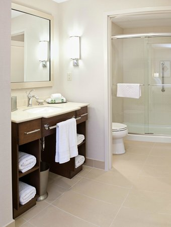 Homewood Suites by Hilton Halifax-Downtown, Nova Scotia, Canada : Guest Suite Bathroom
