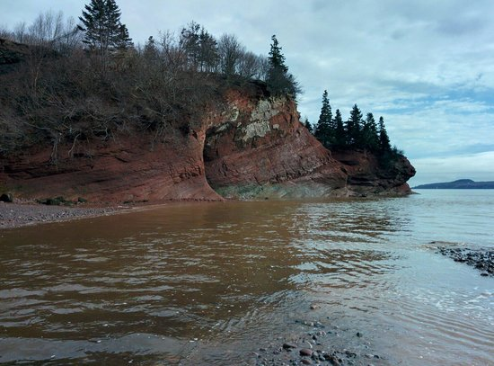 St. Martins Sea Caves : Trying to figure out how to cross the stream without getting wet