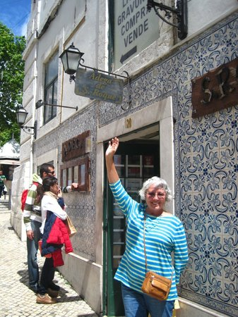 Restaurante Adega de Sao Roque: Front Entrance - easily missed - look for the tiny sign