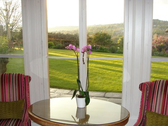 Paradise House B&B: Overlooking the garden and views of Bath