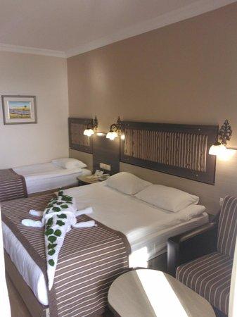 Dinler Hotels - Alanya: Bed Room