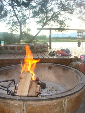 Arum Lily Cottage and Log Cabins: perfect evening braai!