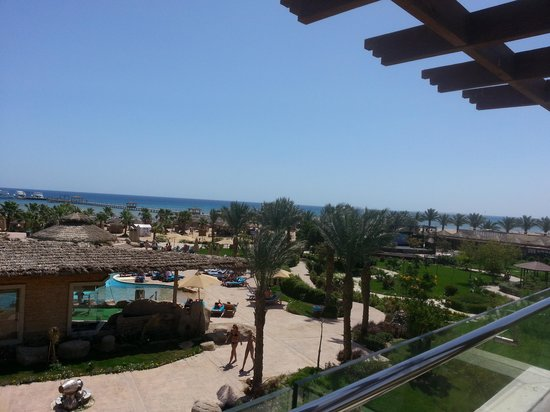 Amwaj Blue Beach Resort & Spa : view from our terrace