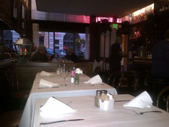 Le Central : Nice restaurant area