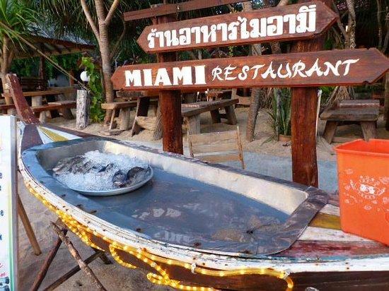 Lanta Miami Bungalows: Le soir restaurant sur la plage
