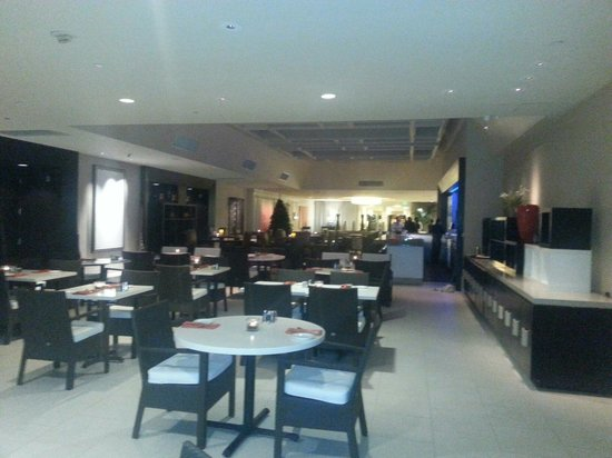 Hilton Irvine/Orange County Airport: Aura Restaurant at Hilton Irvine