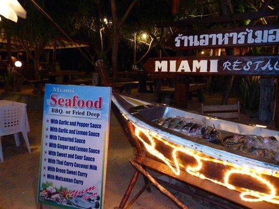 Lanta Miami Bungalows : Restaurant le soir sur la plage