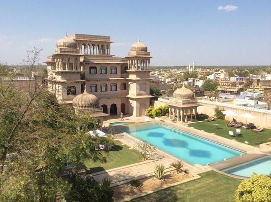 Castle Mandawa Hotel : Stunning exterior and pool at Castle Mandawa