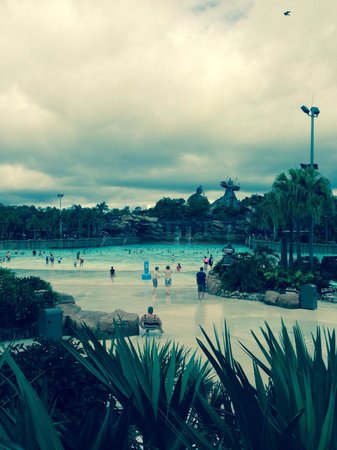 Disney's Typhoon Lagoon Water Park: Cloudy morning at Typhoon , it was great as so quiet .