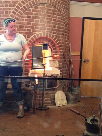 Sandwich Glass Museum: Glass blowing demonstration