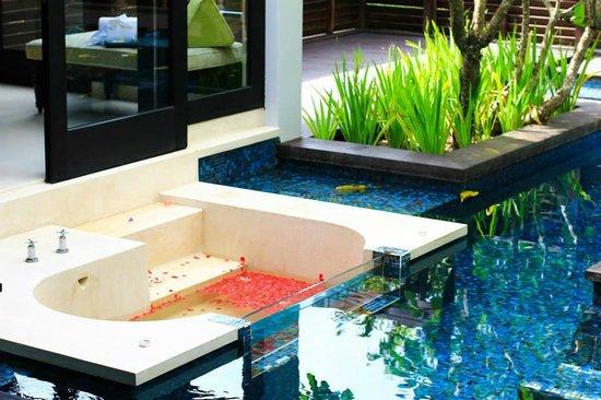 Anantara Mai Khao Phuket Villas: Pool & outdoor tub