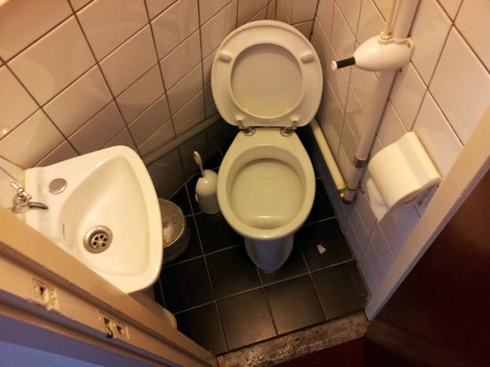 Hotel The Regal : The giant toilet