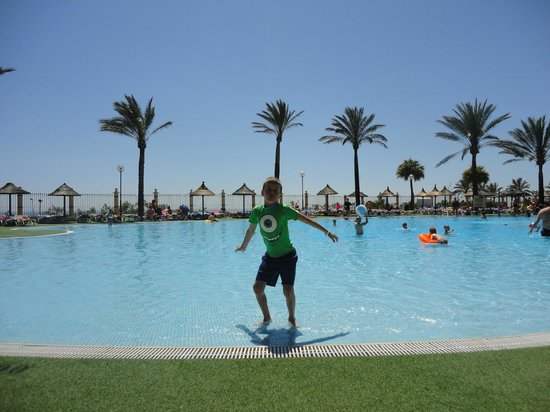 Holiday Village: Main pool area