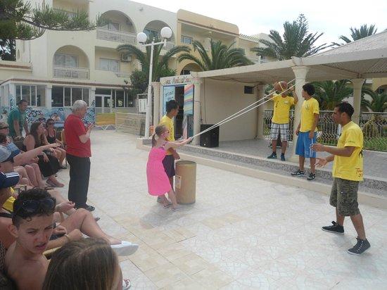 Hotel Abou Sofiane : Pool games