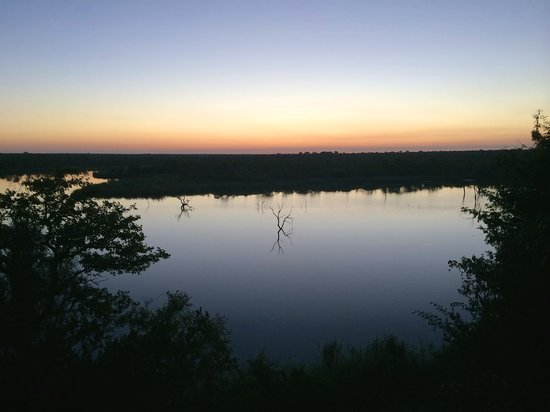 Mopani Rest Camp: Sunset over the Pioneer Dam