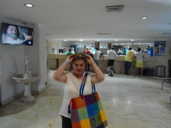 Hotel Costa Del Sol: Recepcion del Hotel- lo tratan mal a uno