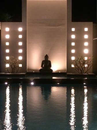 Above Sea level : Amazing Buddha at the edge of the swimming pool!