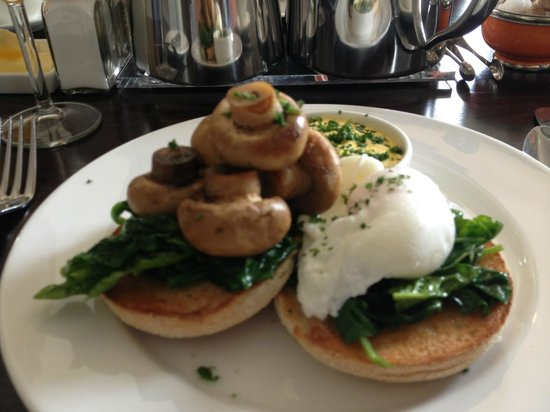 The Roseate Villa Bath: Lovely egg florentine for breakfast